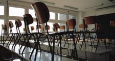 """疫情蔓延致英国学校接连关闭 政府担忧""""失学"""""""