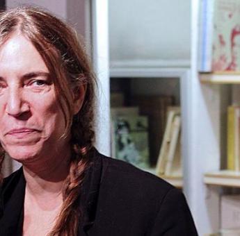 美国一书店被盗百余册珍本图书 帕蒂·史密斯捐赠签名本